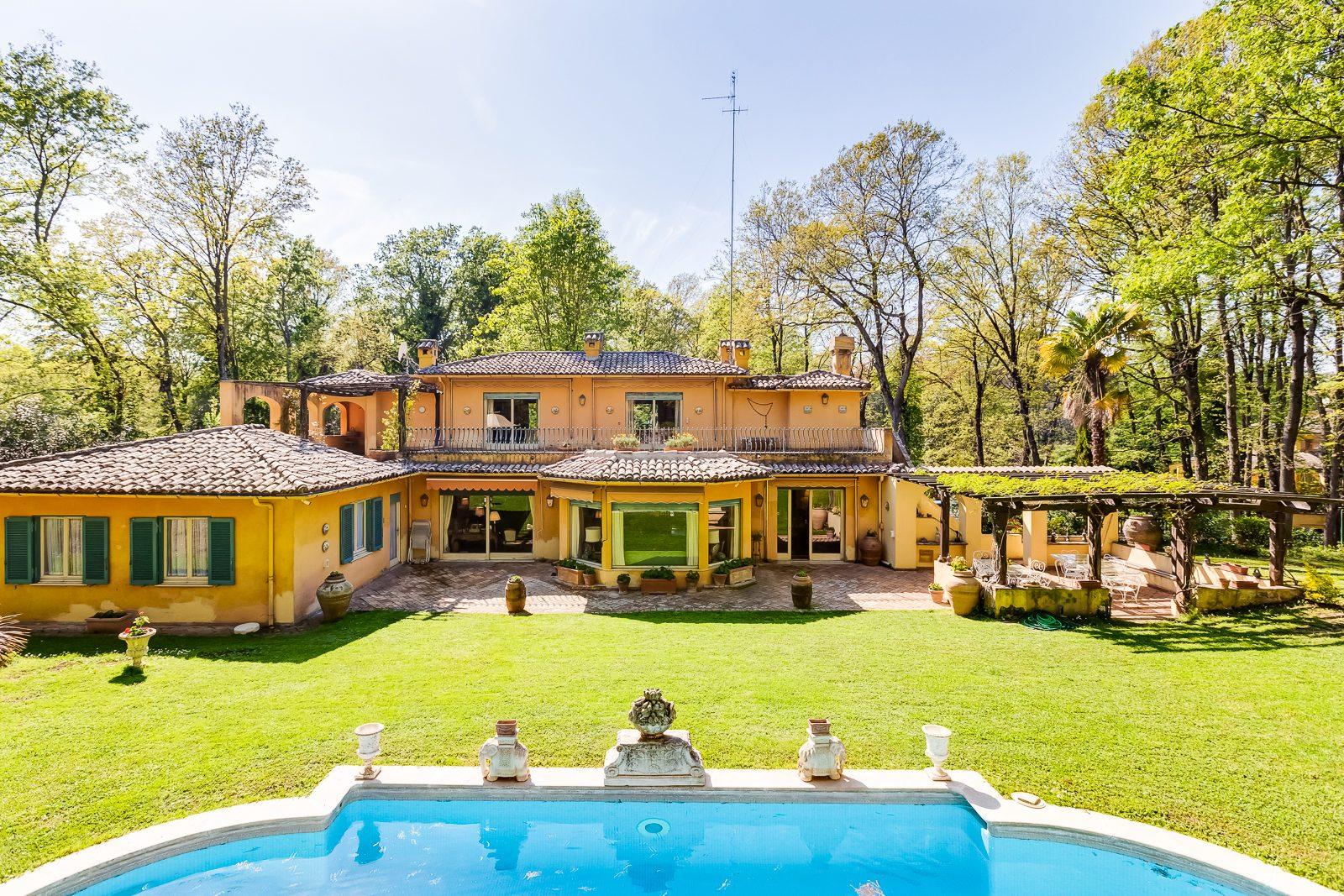 Villa di grande fascino in vendita nel comprensorio dell'Olgiata