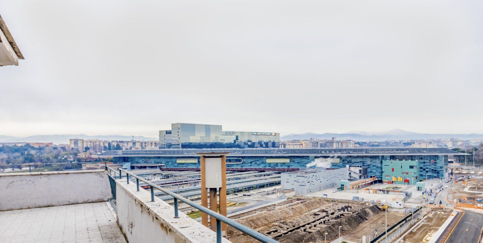 Vista sulla sede BNL dall'appartamento in affitto in c.ne Nomentana