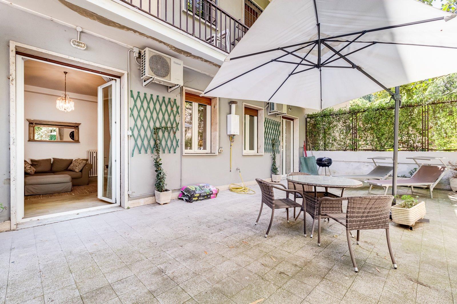 Bilocale con terrazza in affitto a Trastevere